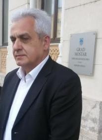 Muslimane sveo na demonstrante: Sramni potez Bešlića, zabranio Bajram-namaz na lokalitetu Lakišića harema