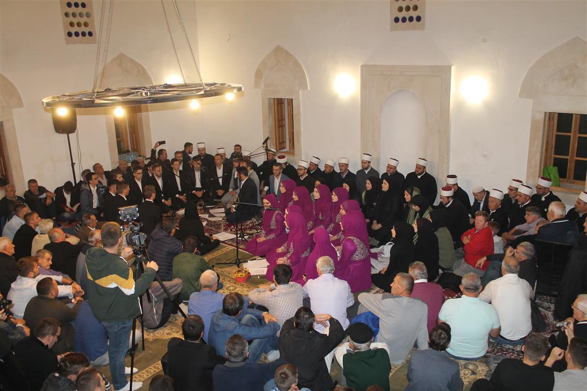 U mevludskoj noći Sinan-pašina džamija obasjana svjetlom vjere i ponosa